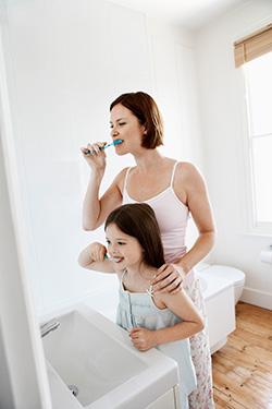 teaching kids how to brush their teeth
